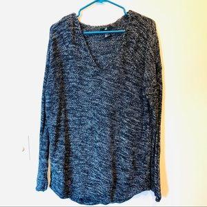 H&M medium oversized sweater v-neck black